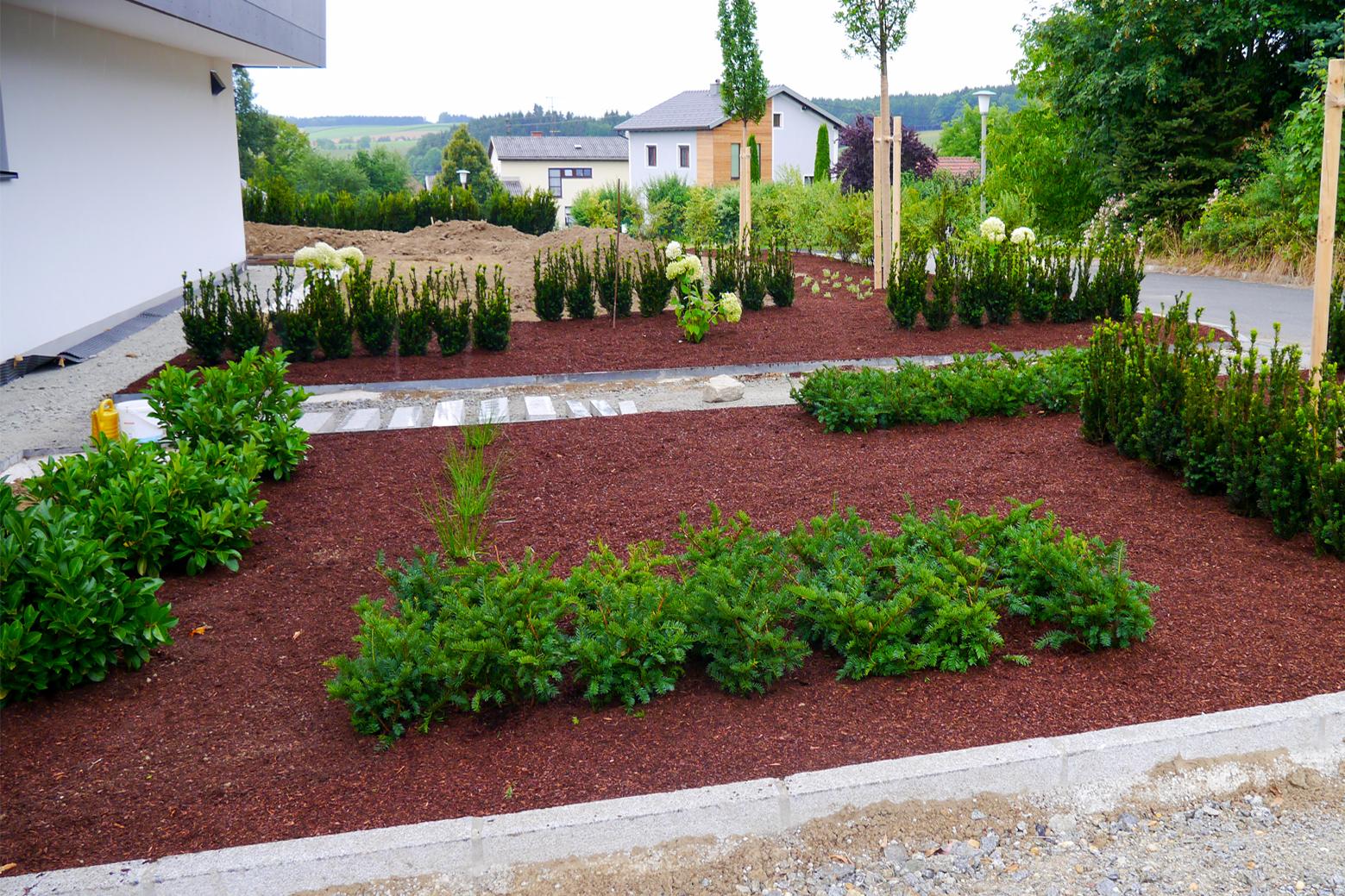 Kiesbeete kiesel steine im garten kieswege gartenwege for Gartengestaltung 24