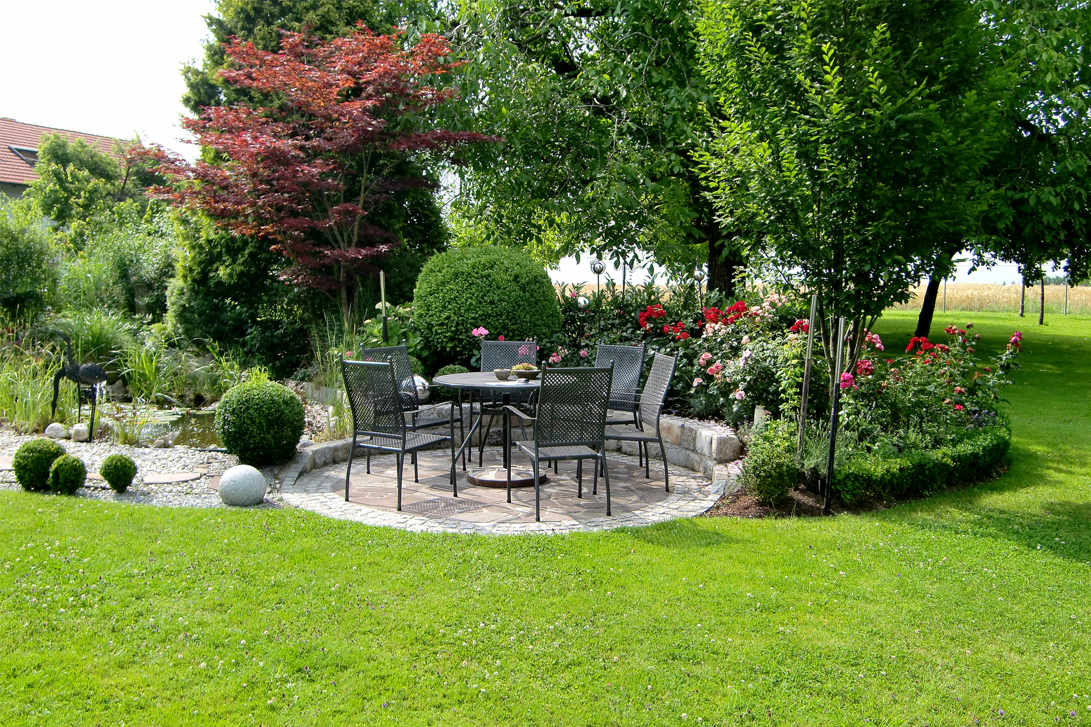 Wege sitzpl tze sitzecke mauern trockenmauer for Gartengestaltung wege